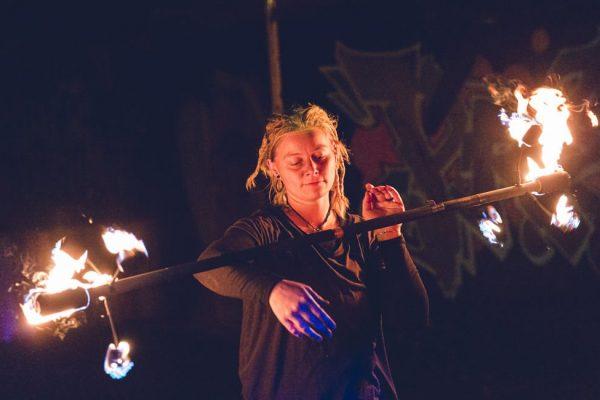 feuerjonglage-kunst-fireflowart-theda-strickling-aus-jena