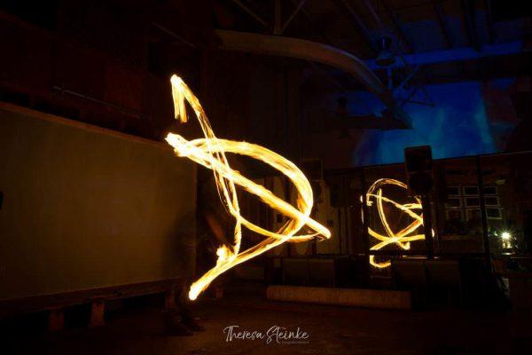 feuer-kunstshow-auf-ruegen-fireflowart-im-la-grange